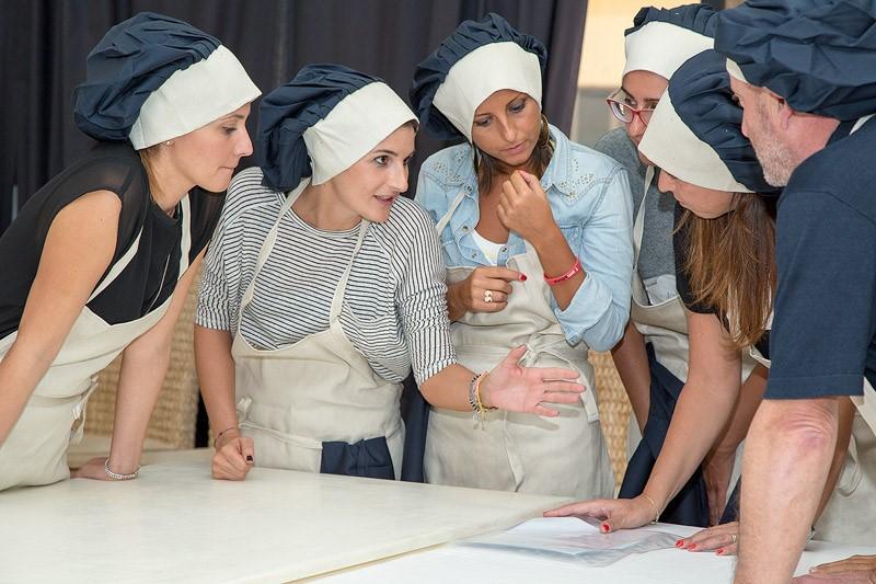 team building Manila Grace gruppo in cucina