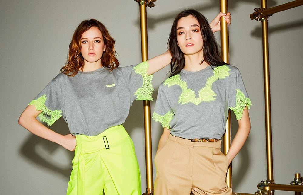 T-shirt con dettagli fluo di Manila Grace