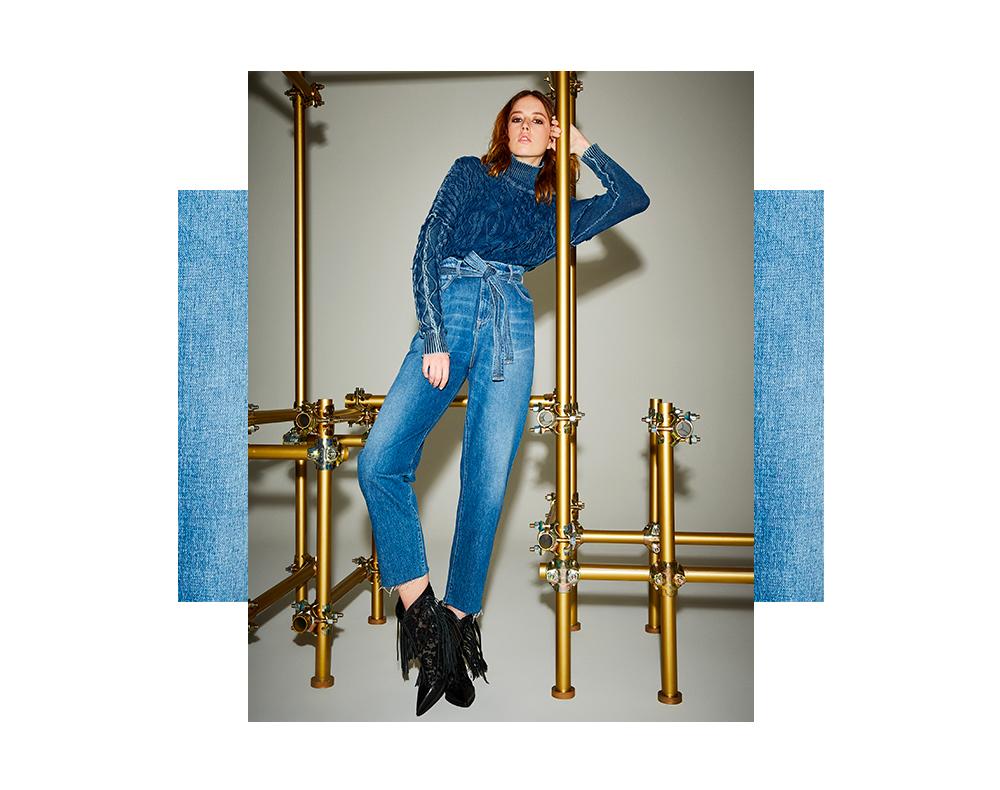 Maglia in filato denim e jeans a vita alta con cintura Manila Grace